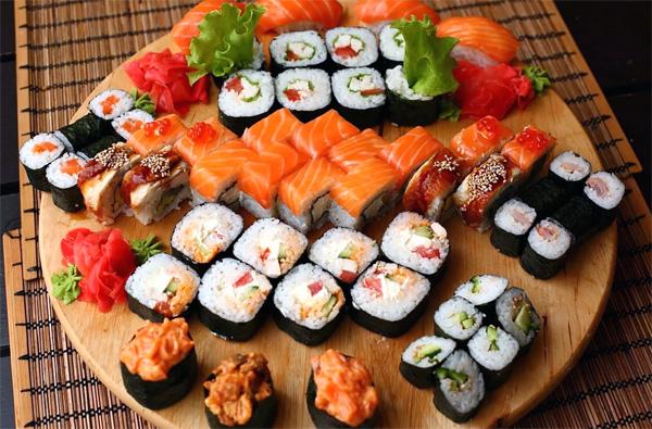Преимущества заказа суши на дом